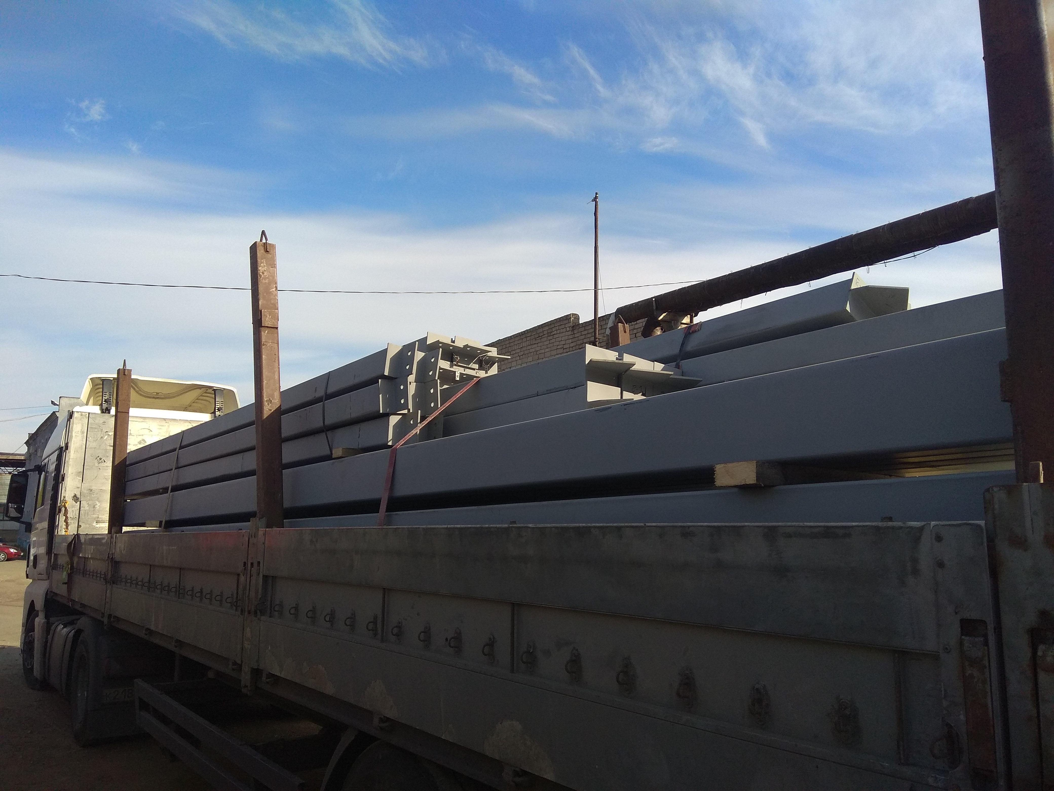 изготовление и поставку металлоконструкций суммарным объемом 202 тонны